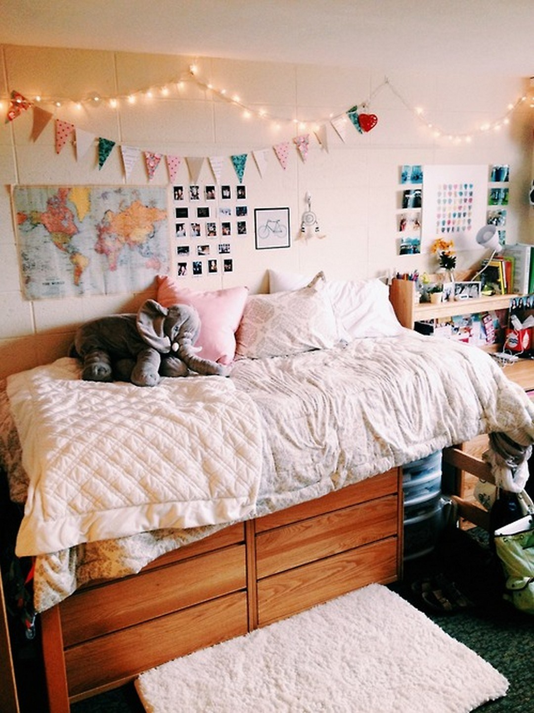 Cute and cheap ways to decorate your college dorm room for Ways to decorate your room
