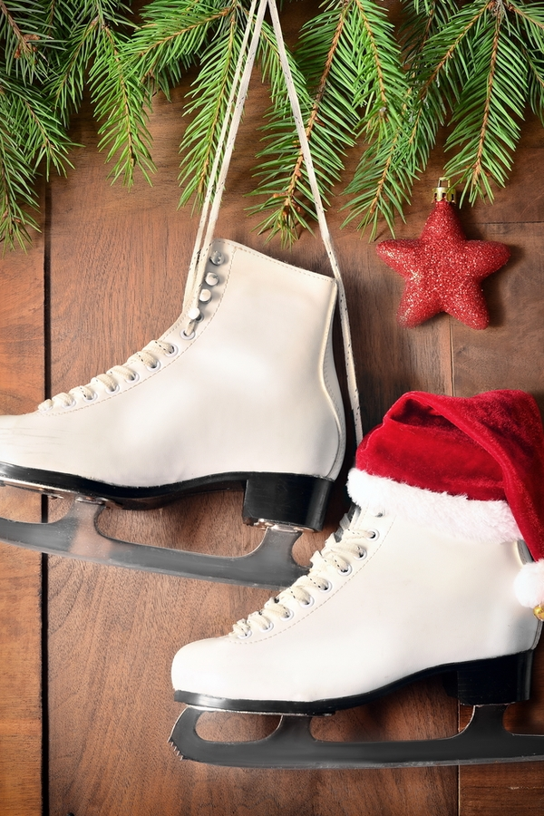 One of my favorite Christmas decor items are ice skates. You can do so many things with them. Here are the best ice skate Christmas decor ideas.