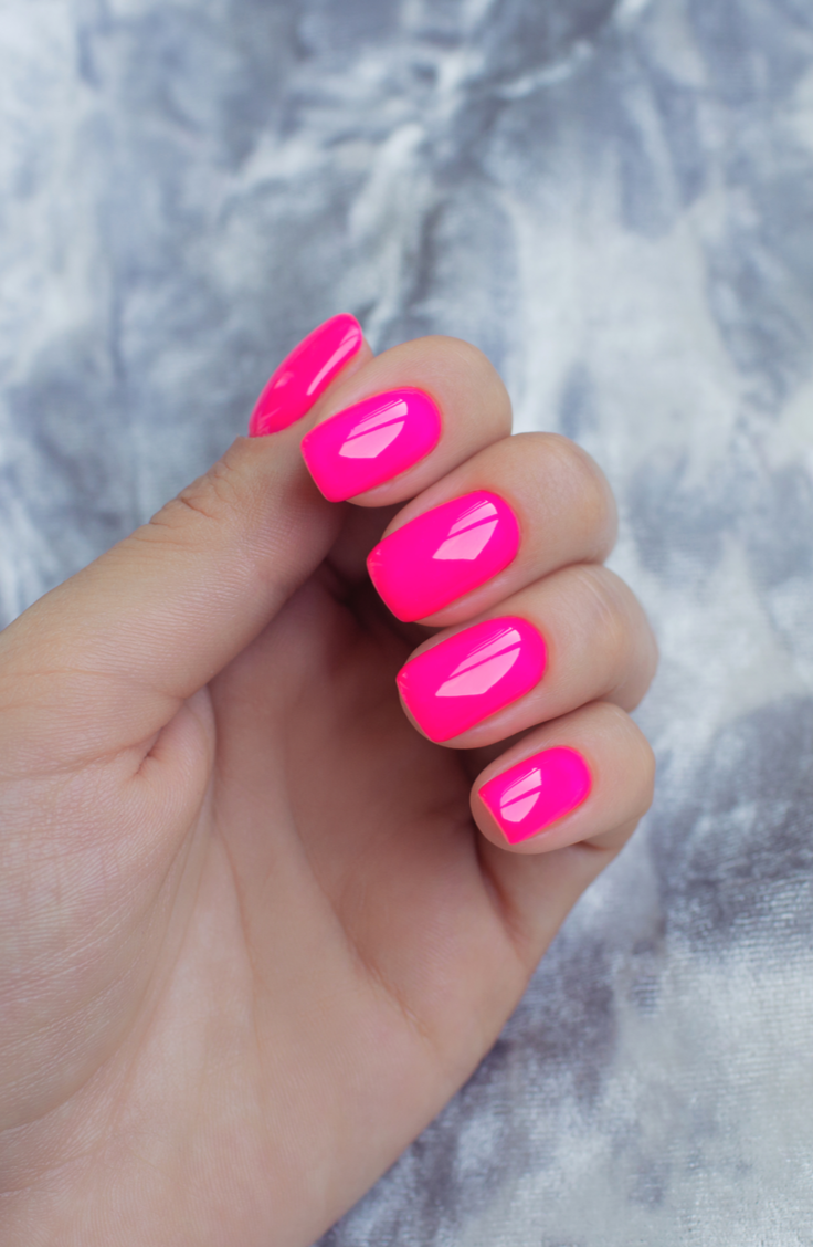 From neon colors to coffin shaped nails to glitter galore, there are so many options for your first post-pandemic set. So let's add a little bit of sunshine to those fingers by putting on some bright summer acrylic nails! You can't go wrong with neon pink!